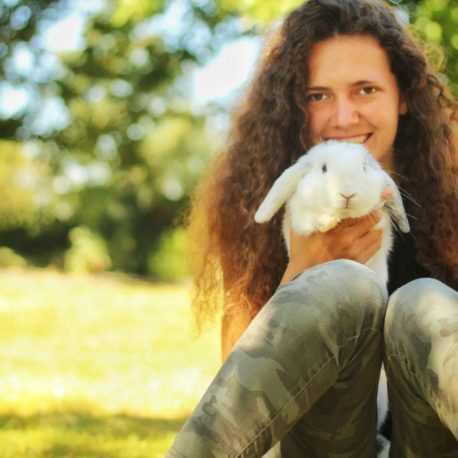 Maïwenn et ses lapins